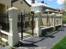 5843 Blog Front Fence Ideas: Extend Your Living Space With an Enclosed Front Courtyard